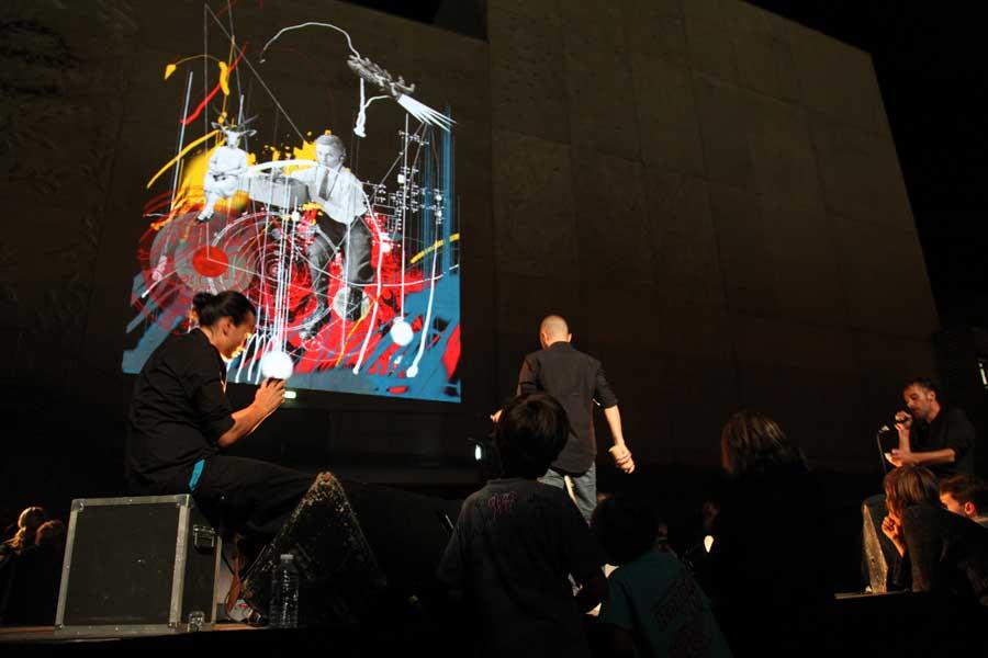 Graffiti numérique - Animation digitale pour événement culturel - Graffiti digital monumental théâtre