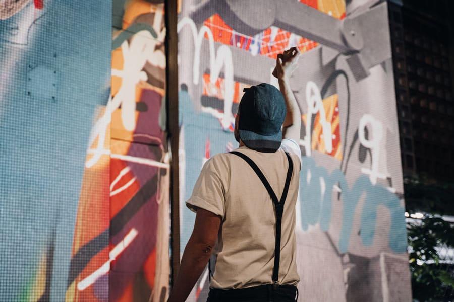Graffeur professionnel - Graffiti monumental - Oeuvre street art - Street Art Fest Grenoble - Expo street art