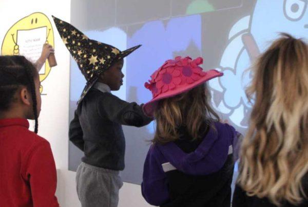 Graffiti numérique - Mur graffiti digital - Peinture numérique - Art numérique - Animation créative - Le Musée en Herbe - Paris