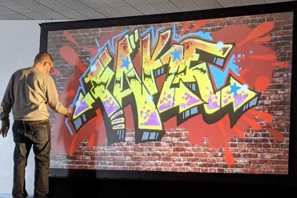 Graffeur professionnel - Dezer - Digital Artist - Artiste street art - Performance artistique - Graffiti Digital